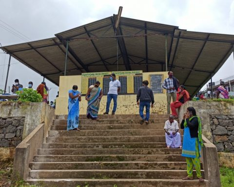 Waiting for vaccinations in Kodai, this May (Photo credit - Azad Reese)