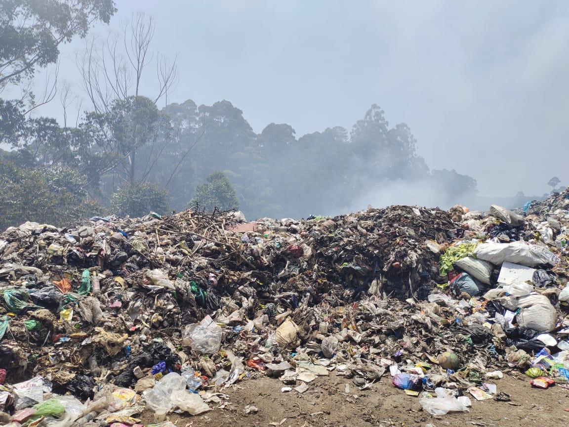 Garbage burning, made illegal in 2016, at Seeradumkanal dump site in Prakasapuram (Photo: Avijit Michael)